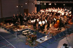 Brillant Ton- und Stimmgewaltig begeisterten beim Jubiläumskonzert