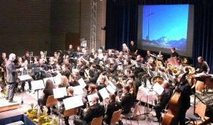 bis-zum-gipfelkreuz-der-schweizer-berges-entfuehrte-der-musikverein-bauschlott